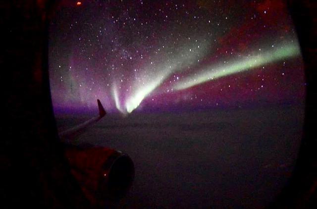 画像: 機内から撮影したオーロラ/お客様撮影