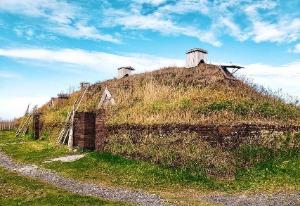画像: バイキング住居跡地のレプリカ(イメージ)