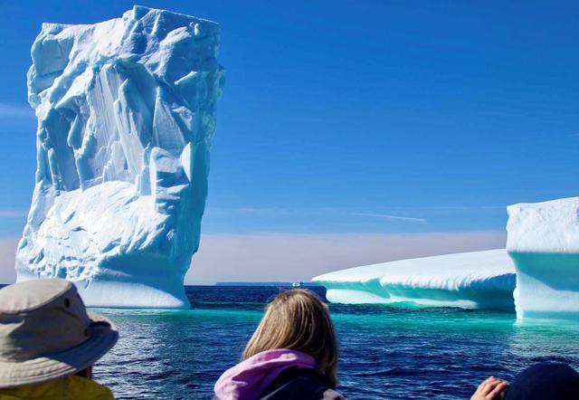 画像: グリーンランドから分離した巨大な氷山がこの島まで南下してきます(イメージ)