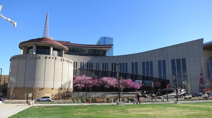 画像: 印象的な外観のカントリー音楽の殿堂博物館(イメージ)