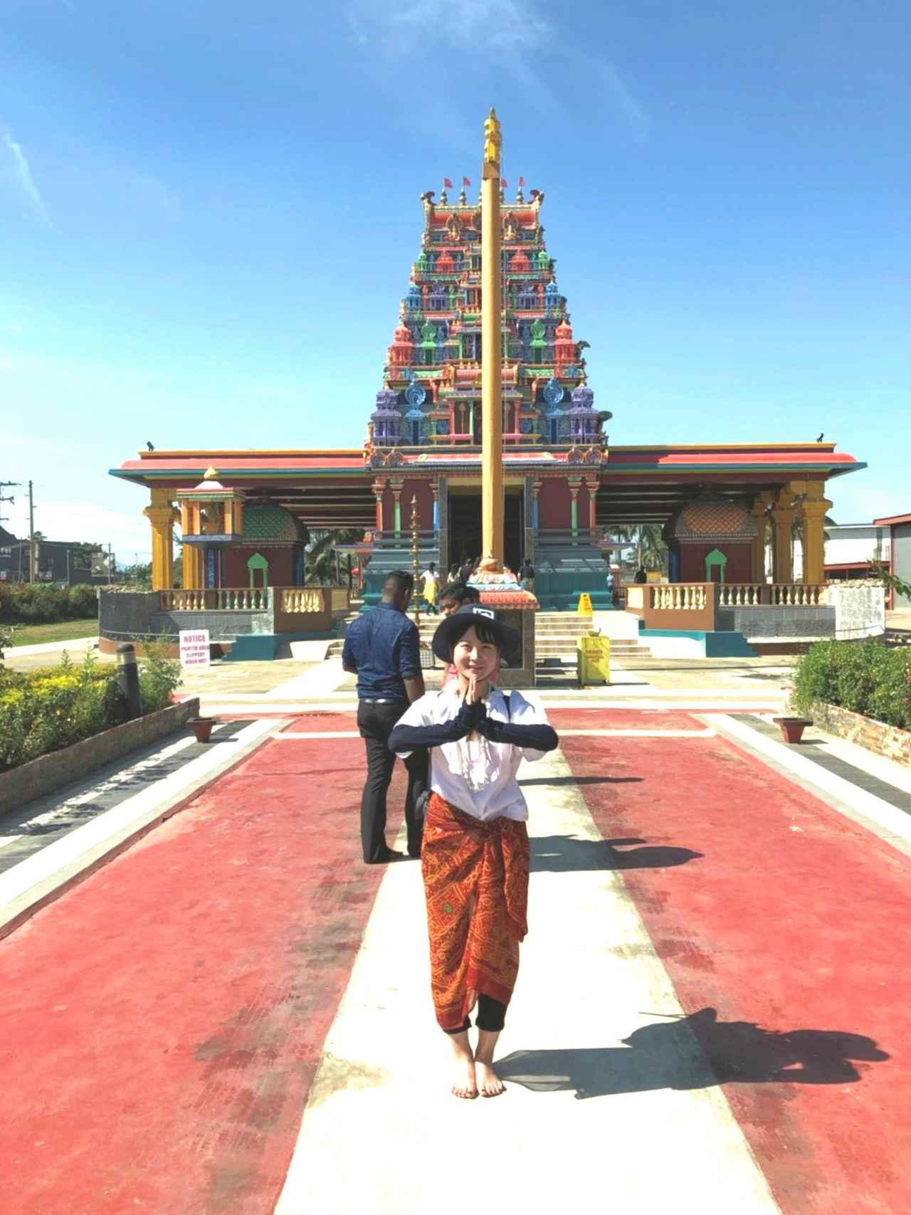 画像: ナンディのヒンズー教寺院。カラフルな寺院をバックに写真を撮ってみては?(弊社スタッフ撮影)