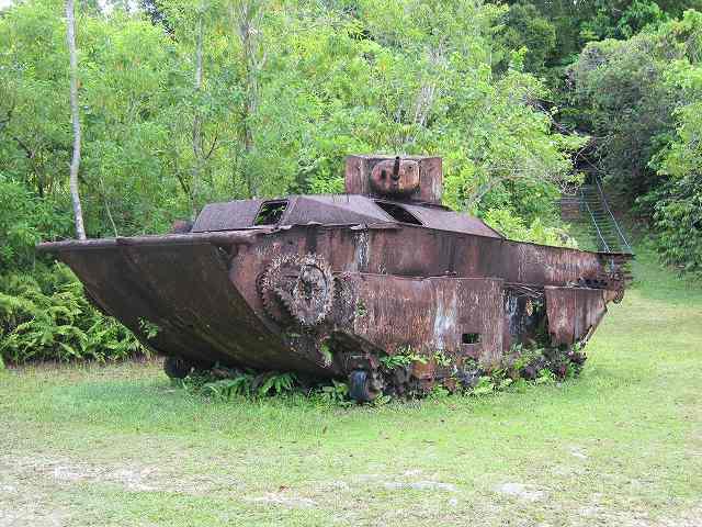 画像: ペリリュー島内に残されたアメリカ軍の戦車。島内の至る所に戦跡があります。(イメージ)