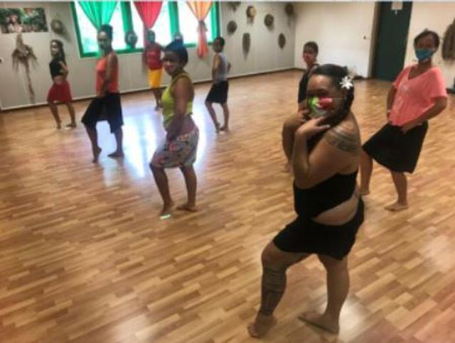 画像: パペーテのダンス教室 (5月末撮影)