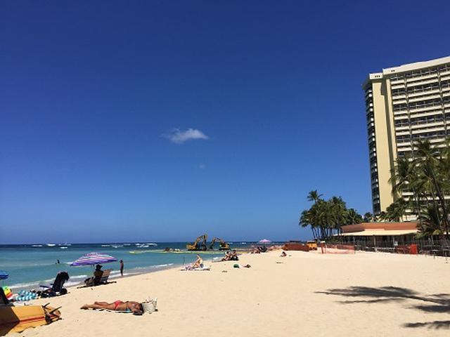 画像: 青空のワイキキビーチ(6月13日撮影)
