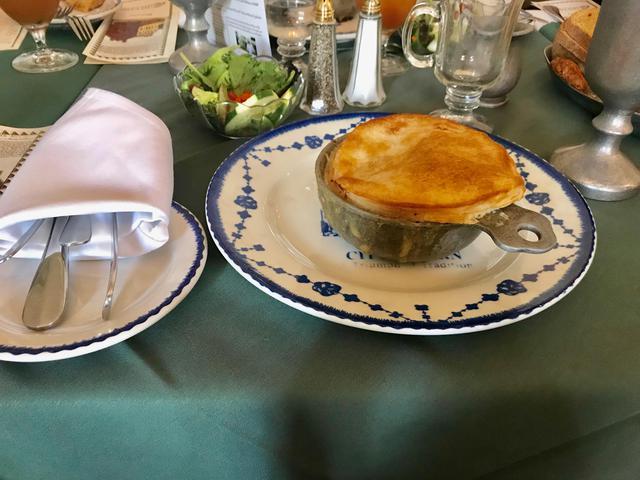 画像: フィラデルフィアのランチでは、名物チキンポットパイをお楽しみいただけます(筆者撮影)