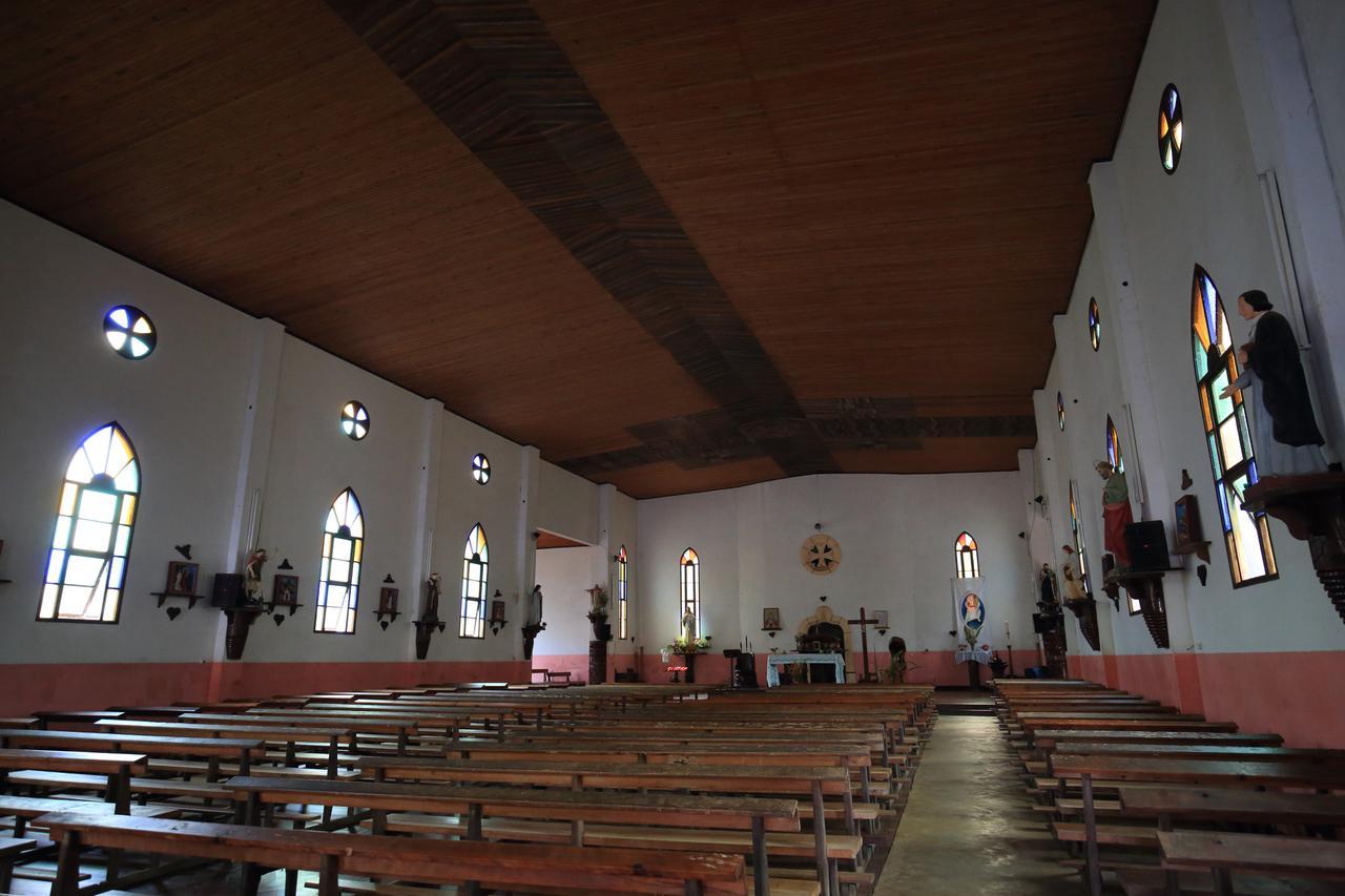 画像: バオ村の教会の内部/スタッフ撮影