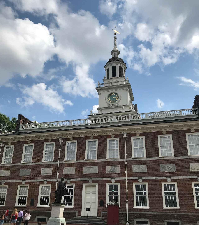 画像: アメリカ独立宣言を採択した建物・独立記念館(筆者撮影)