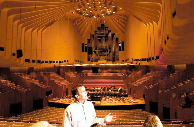 画像: オペラハウス内見学風景/イメージ