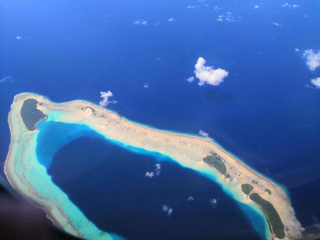画像: 上空からくっきり分かる環礁(クラブツーリズムスタッフ撮影)