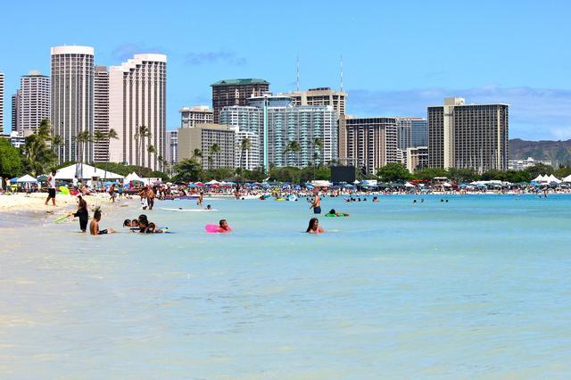 画像: ハワイのワイキキビーチ (イメージ)
