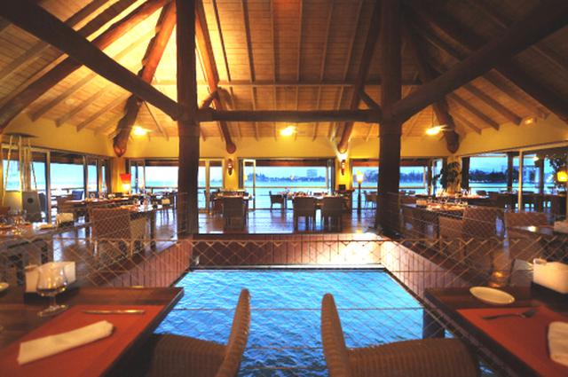 画像: ニューカレドニアで人気の水上レストラン(7月初旬 スタッフ撮影)