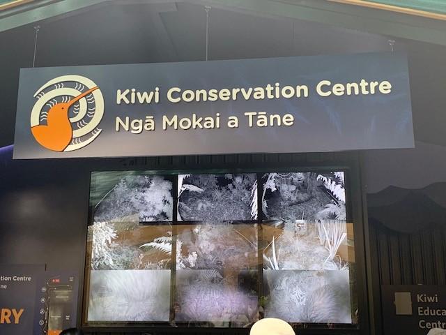 画像: 上が英語で、下がマオリ語の看板(弊社添乗員撮影)