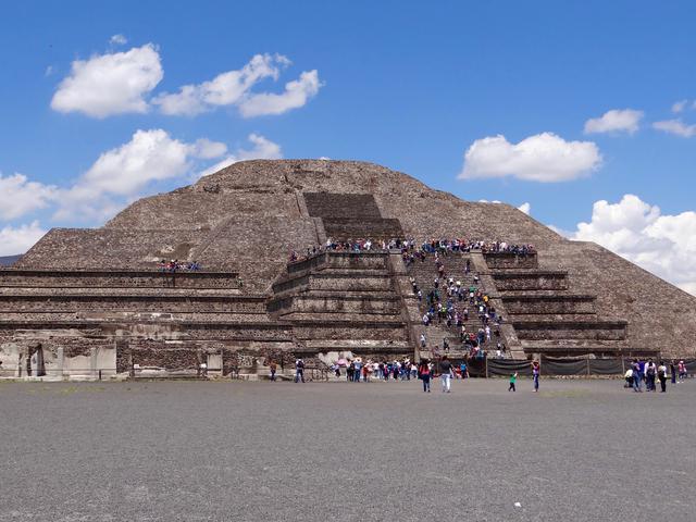 画像: テオティワカン・月のピラミッド(イメージ)