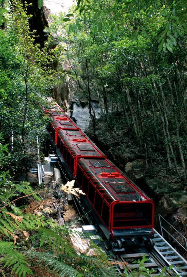 画像: 急傾斜を走るトロッコ(イメージ)