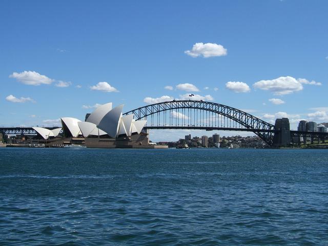 画像: シドニーの象徴 【世界遺産】オペラハウスとハーバーブリッジ (2019年 弊社社員撮影)
