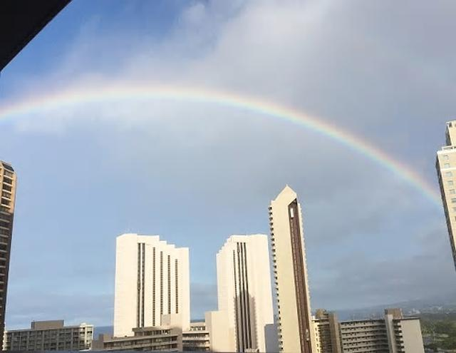 画像: マーケットに行く朝、見えた虹(8月11日現地スタッフ撮影)
