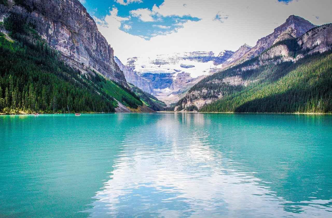 画像: ルイーズ湖/Pixabay License