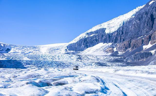 画像: コロンビア大氷原アサバスカ氷河/©Steve_Dutcheshen