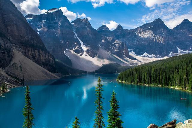 画像: モレーン湖©Travel Canada