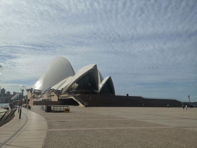 画像: 【世界遺産】オペラハウス 外国人観光客がいないこと、飲食店も閉まっており人もまばらです。(8月中旬 現地スタッフ撮影)