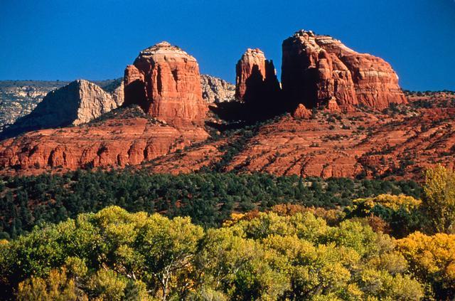 画像: イメージ:紅葉とカセドラルロック