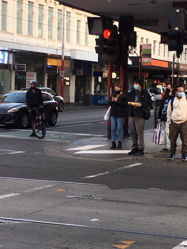 画像: マスクの着用が義務付けられたメルボルンの街中。(8月下旬 現地スタッフ撮影)