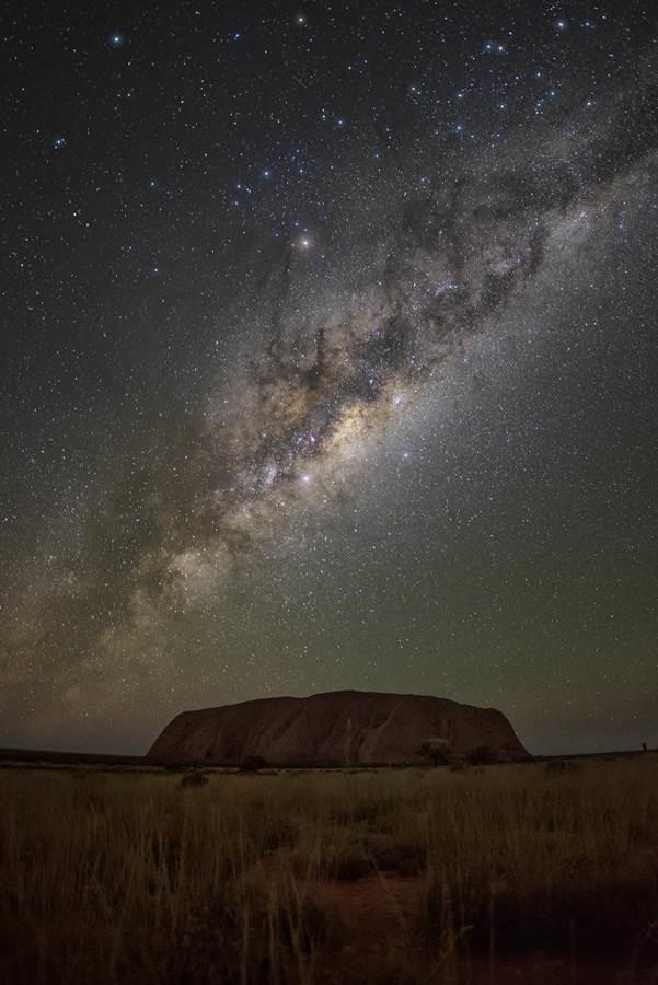 画像: ウルル(エアーズロック)x天の川 ©Tourism Northern Territory