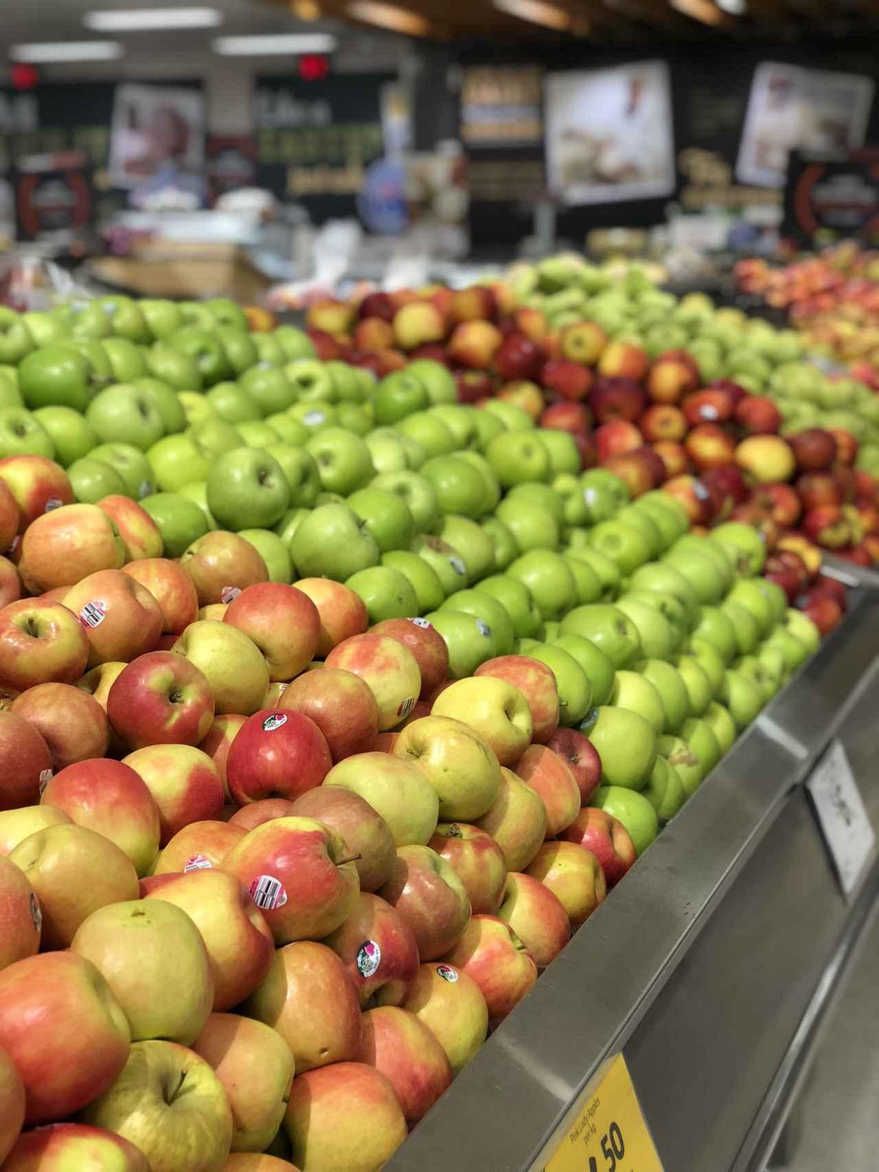 画像: スーパーにはカラフルなフルーツが充実!(弊社添乗員撮影)