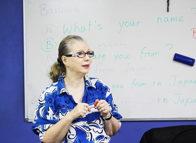 画像: 語学学校の先生(添乗員撮影)