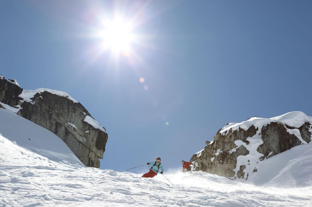 画像: ウィスラーでスキー(イメージ)©Jun Yanagisawa