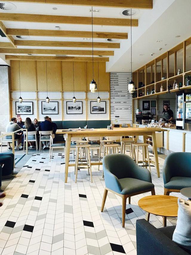 画像: 居心地の良いカフェも多い(スタッフ撮影)