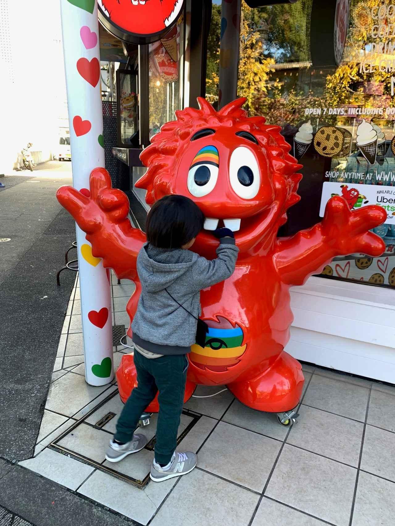画像: 日本の店舗では可愛いマスコットがお出迎えしてくれます(スタッフ撮影)