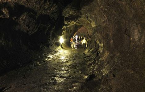 画像: 溶岩トンネル(イメージ)