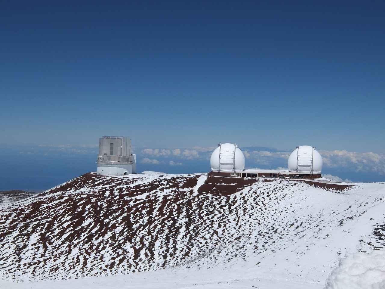 画像: すばる望遠鏡のドーム(左端・筆者撮影)