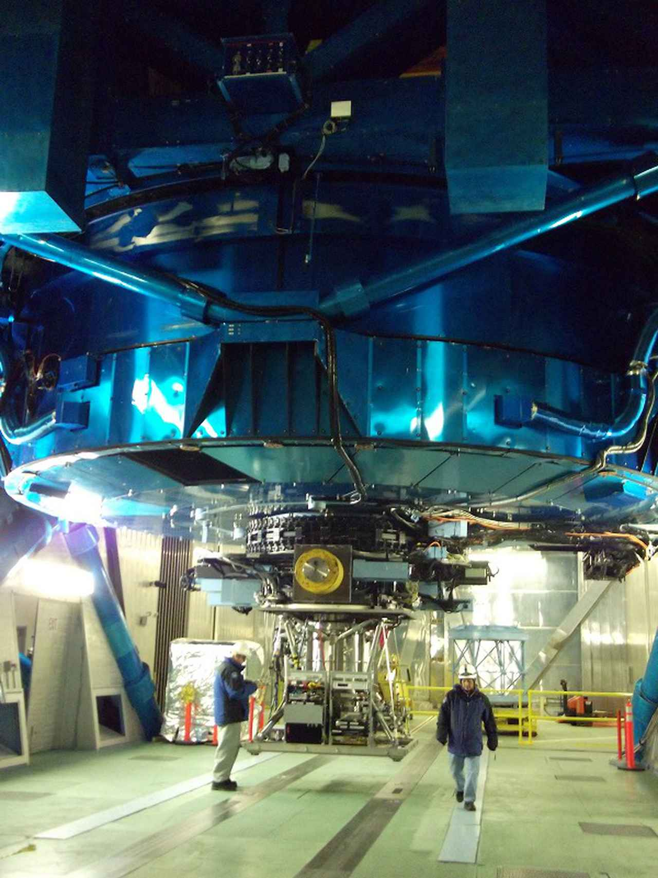 画像1: 巨大なすばる望遠鏡(筆者撮影)
