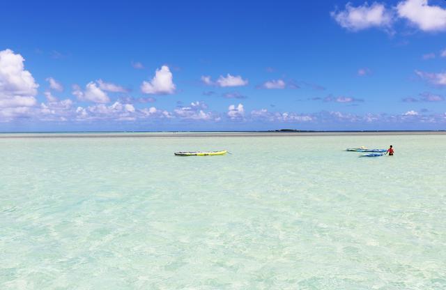 画像: カネオヘ湾にある美しい白砂のサンドバー クラブツーリズムの天国の海貸切ツアー  (撮影:YUKO)