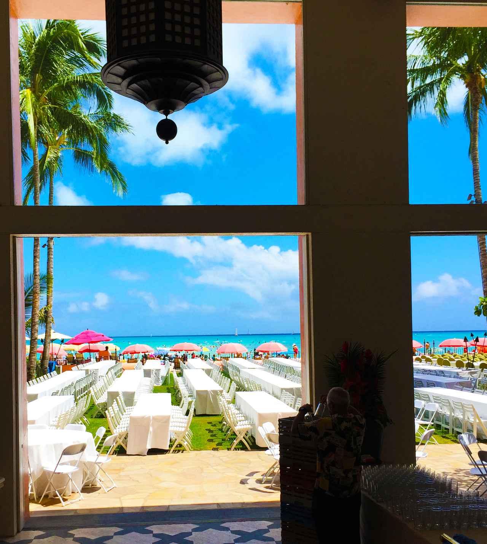 画像: ピンクパレス ロイヤル・ハワイアン・ホテル前から臨むカハロア&ウルコウ・ビーチ 別名ロイヤル・モアナビーチ (撮影:YUKO)