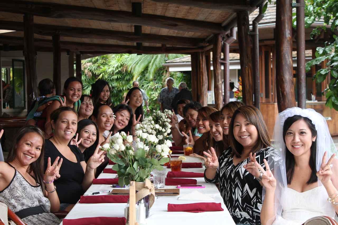 画像: ハワイ料理の名店Willows 美しい庭園もあるレストランでローカルの人々の特別な集まりにも使われる 取材に応じてくれたこの日はWedding Showerが行われていました (撮影:YUKO)