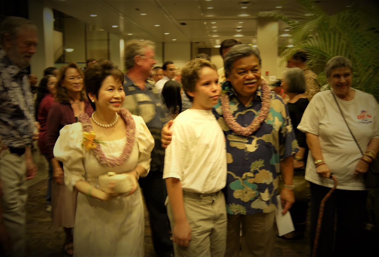 画像: フィリピン系元ハワイ州知事 ベン・カエタノ 2012年ホノルル市長選開票日の支援者パーティー (撮影:YUKO)