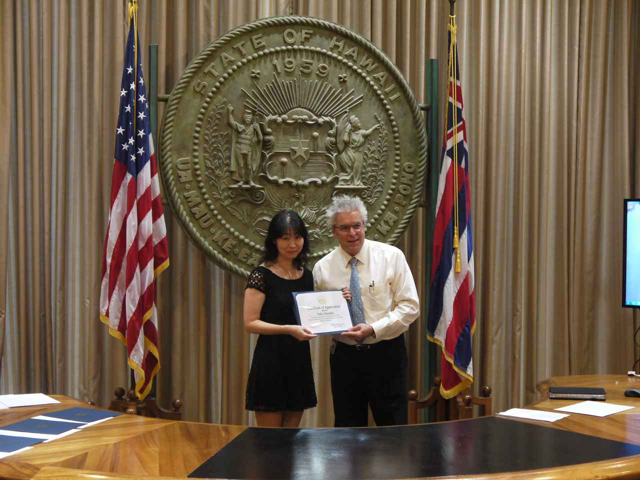 画像: ハワイ州知事オフィス 現在の州知事は沖縄にルーツを持つ日系人・デービッド・ユタカ・イゲ知事