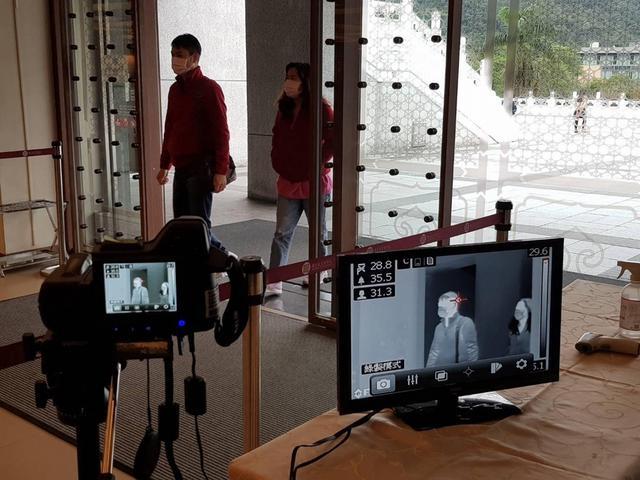 画像: 台北故宮博物院の検温の様子(7月上旬/現地スタッフ撮影)