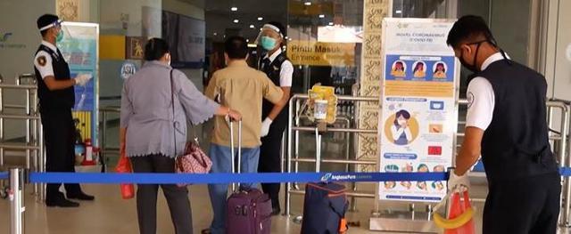 画像: 空港での検温、スタッフのマスク着用など徹底されております 現地手配会社「APEX」提供(7月6日撮影)