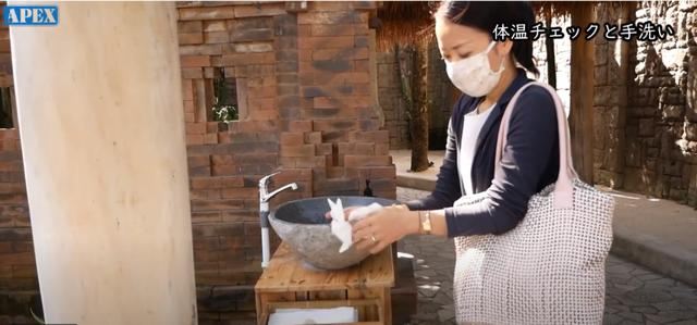画像: 手洗いをしっかりとしてからレストラン内へ 現地手配会社「APEX」提供(7月6日撮影)