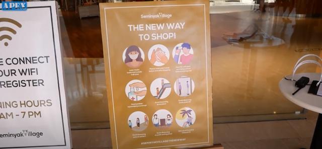 画像: 入口ではあわせて新しいお店での過ごし方を提示しています 現地手配会社「APEX」提供(7月6日撮影)