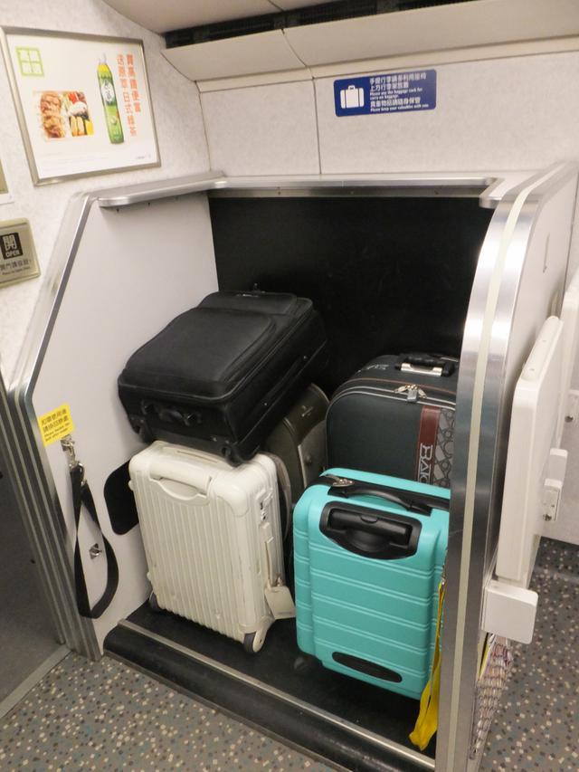 画像: 車両先端にある荷物スペース/弊社スタッフ撮影