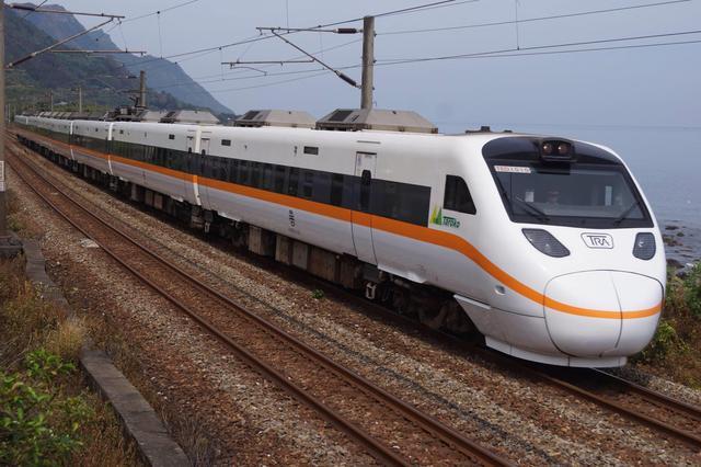 画像: 日本製車両の「太魯閣号」/画像提供:北海道在住のペンネーム北の保線屋さん