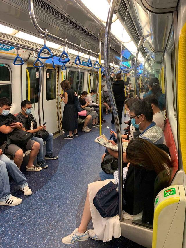 画像: 8月下旬の朝の地下鉄車内の様子/現地旅行会社スタッフ撮影