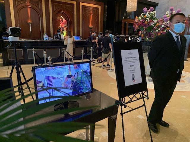 画像: ホテル入口の体温検査/現地手配会社スタッフ撮影