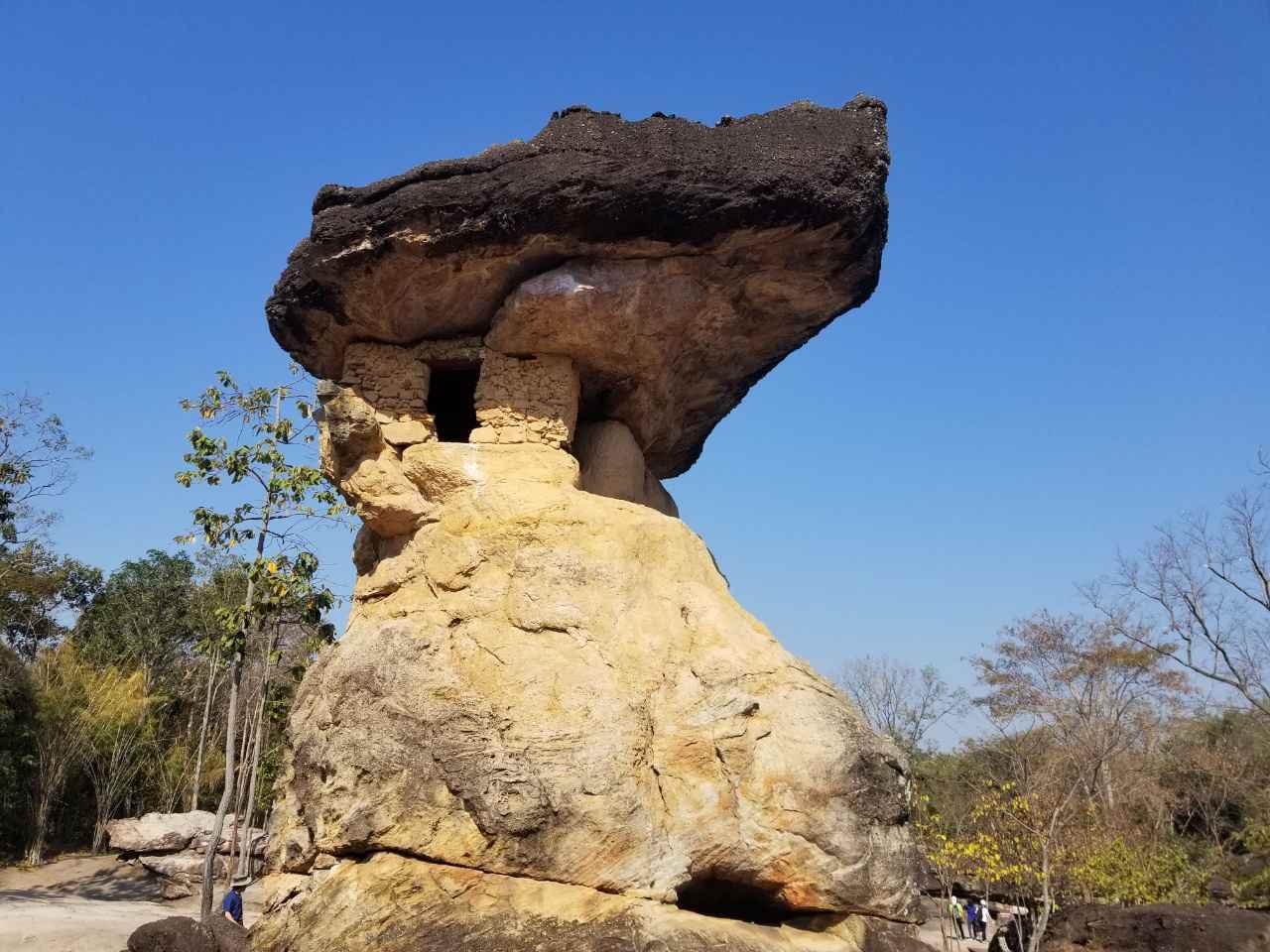 画像: 奇妙な形をした岩がたくさん!(2019年1月弊社スタッフ撮影)