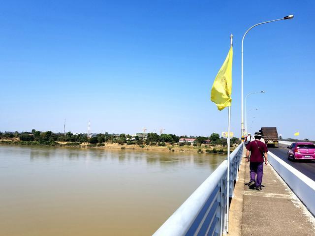 画像: メコン川に架かる橋の向こう側はもうすぐラオス!(2019年1月弊社スタッフ撮影)